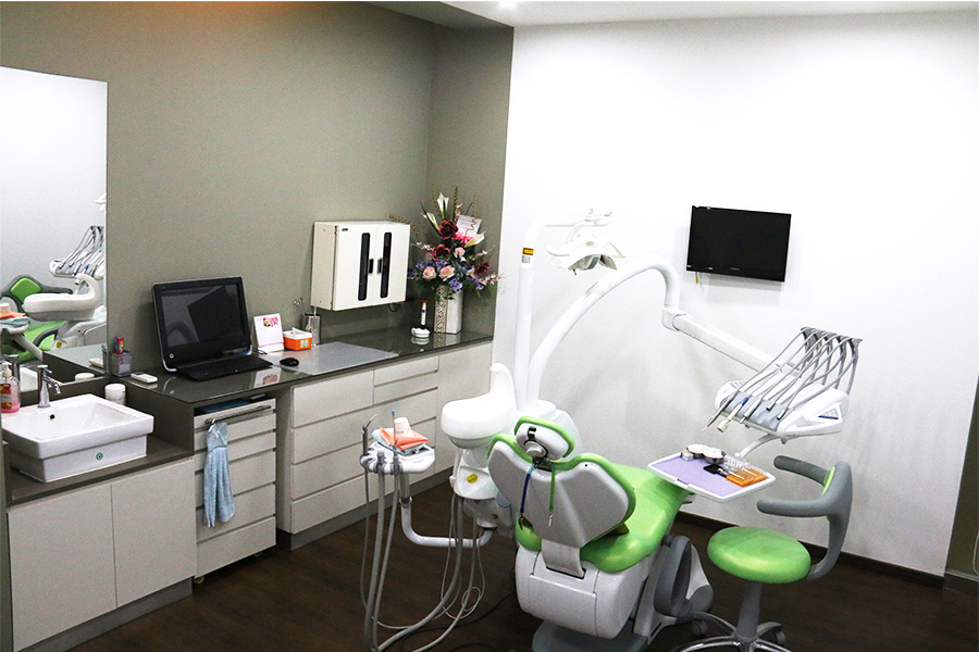 white-dental-cosmetic-centre-tiew-bangsar-south1