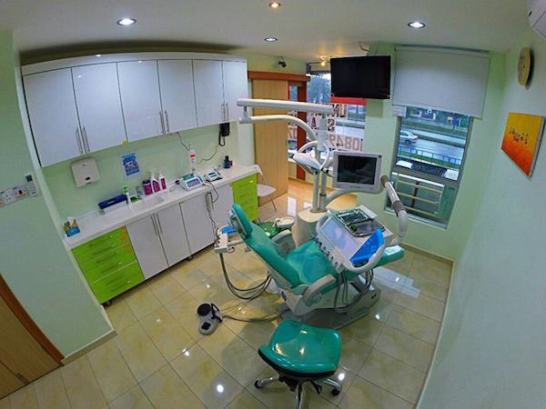 Medini-dental-clinic-surgery-room